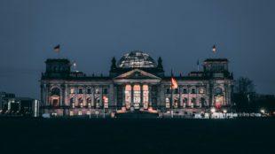 Einige Sehenswürdigkeiten in Berlin: Reichstagsgebäude und die Museumsinsel